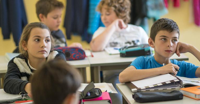 bambini a lezione
