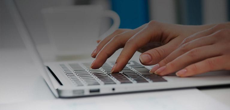 immagine di una persona al computer