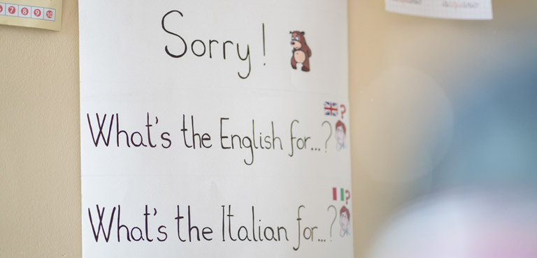 foto cartellone con frasi in inglese